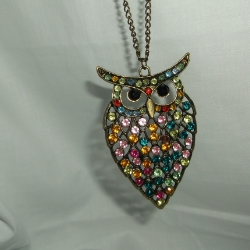 Pretty sparkly owl, lots of brightly coloured stones, catch the light beautifully. Yellow metal.