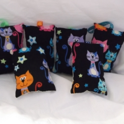 Padded lavender bags with hanging ribbon.  price is for 2 bags which will be sent at random from the selection shown. Bright cats design.