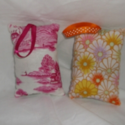 Padded lavender bags with hanging ribbon. Price is for 1.
