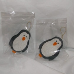 Cute felt penguins. Hand crafted. I can make these in any colour you would like, please email me with your request.
