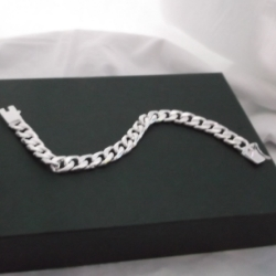 Chunky curb chain bracelet 925 silver with a safety catch.